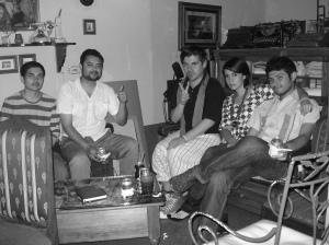 El poeta chileno acompañado de intelectuales hondureños en Paradiso