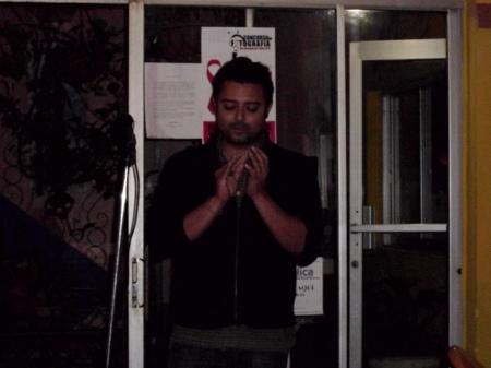 El poeta Ludwig Varela en el homenaje al poeta Francisco Ruiz Udiel