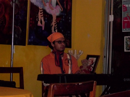 Fernando, de Los solistas en el Homenaje al Poeta nicaraguense Francisco Ruiz Udiel