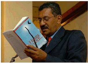 El escritor hondureño Armando García