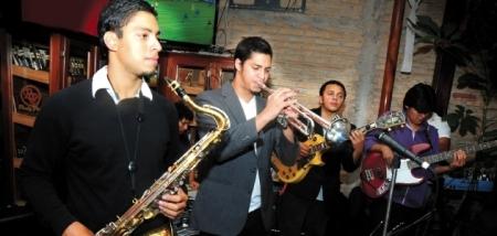 Brian Pagoaga, trompetista de Hibriduz Jazz, hoy en Café Paradiso.